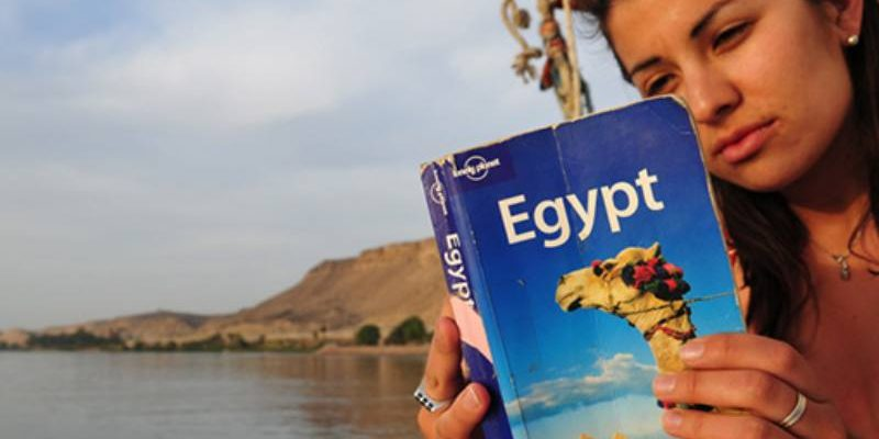 6 Things to Look For When Buying a Travel Guide Book